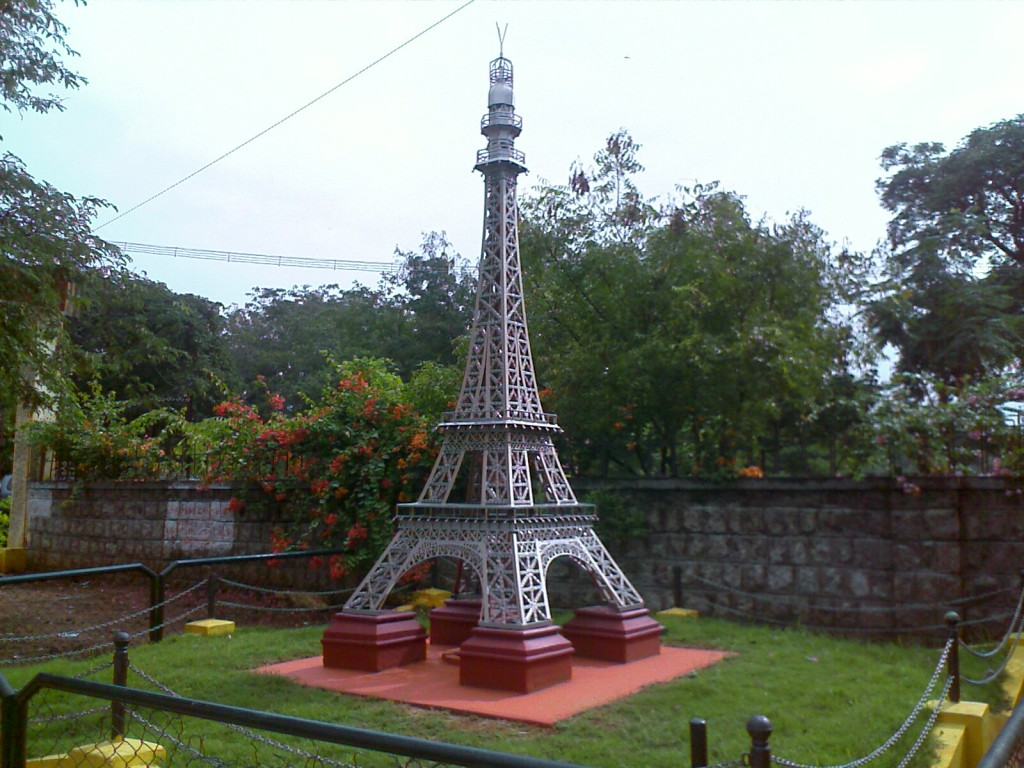 miniature model of eifel tower