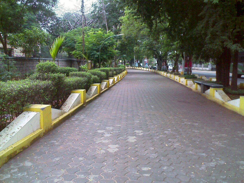 photo of the walking lane in race course road coimbatore