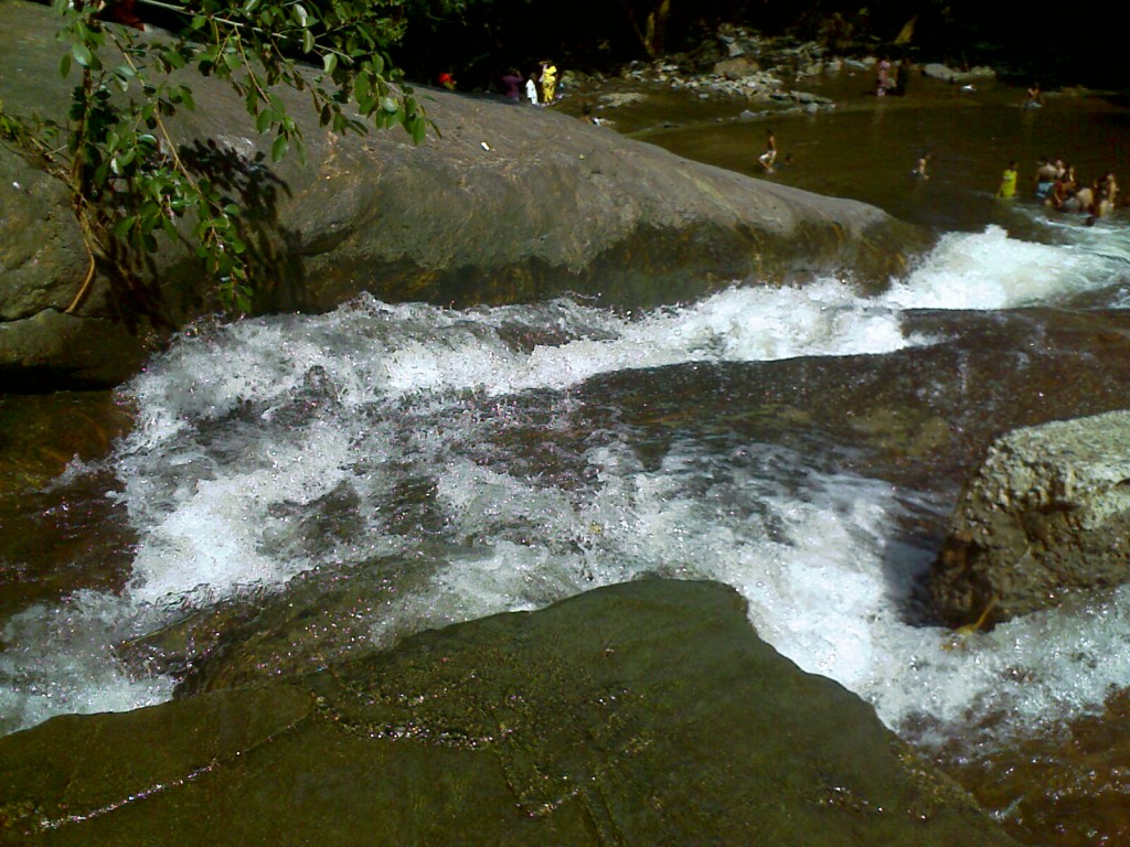 kovai kuttralam falls view from top