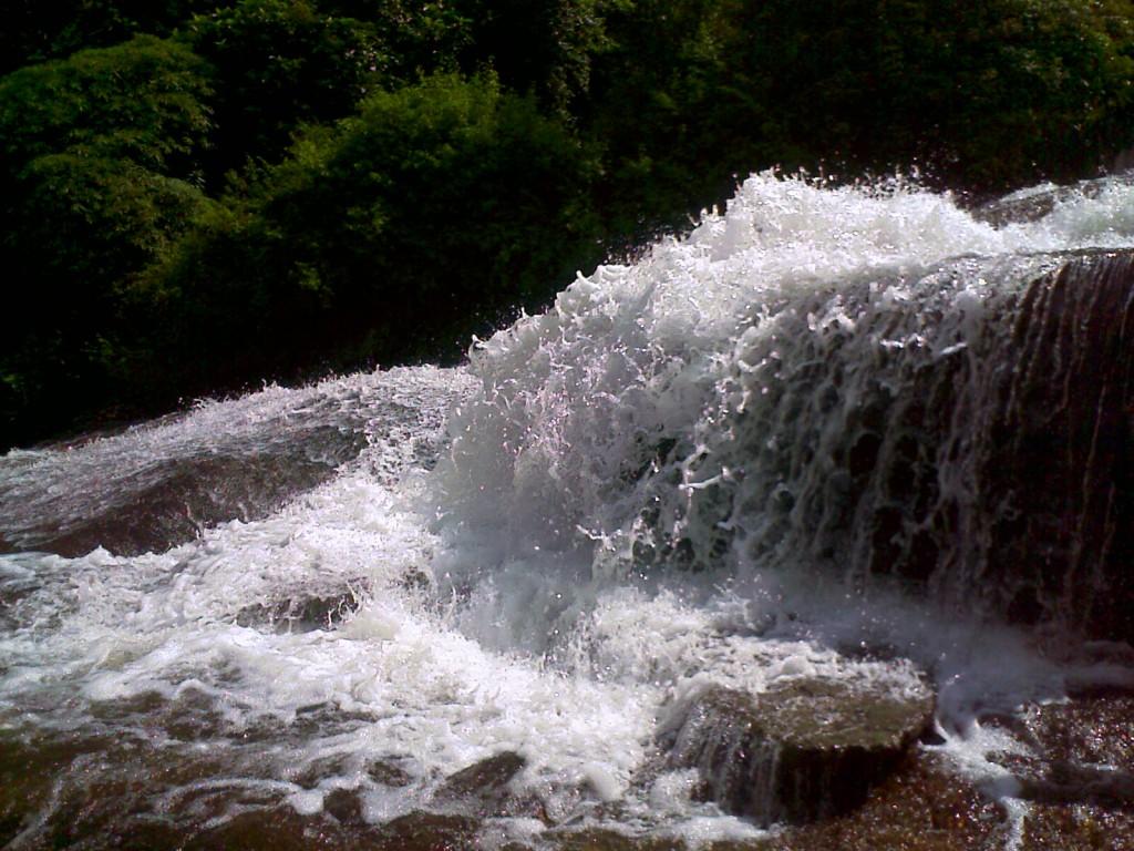 kovai kutralam falls photo