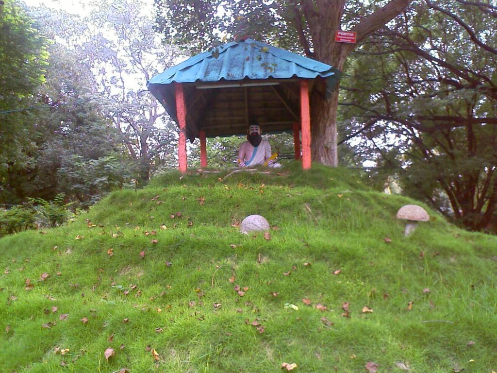 tiruvalluvar statue photo in TNAU botanic gardens coimbatore