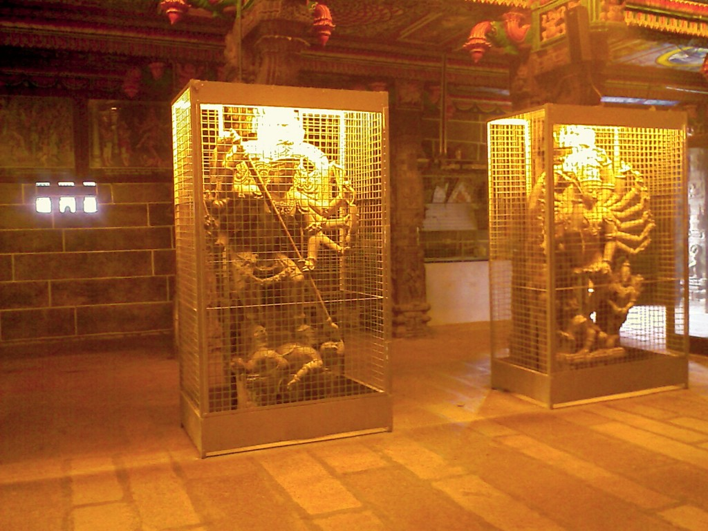 Sculptures (Statues) carved out of a single stone in perur patteeswarar temple coimbatore