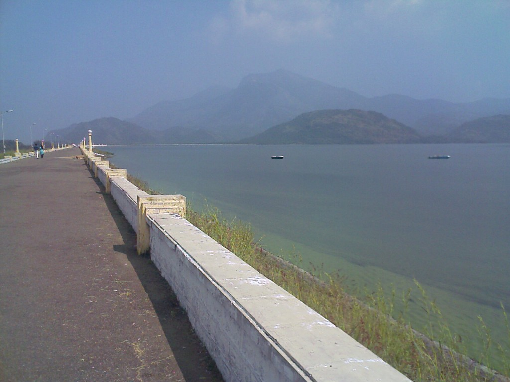 aliyar dam walkway water and hills