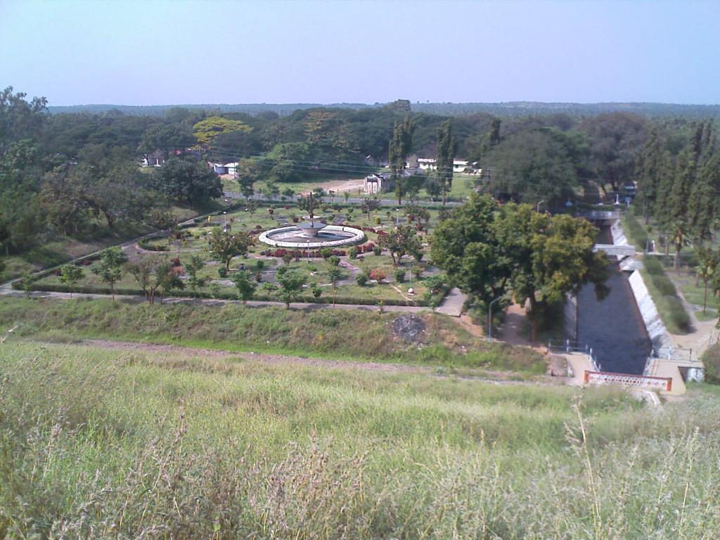 aliyar azhiyar gardens park