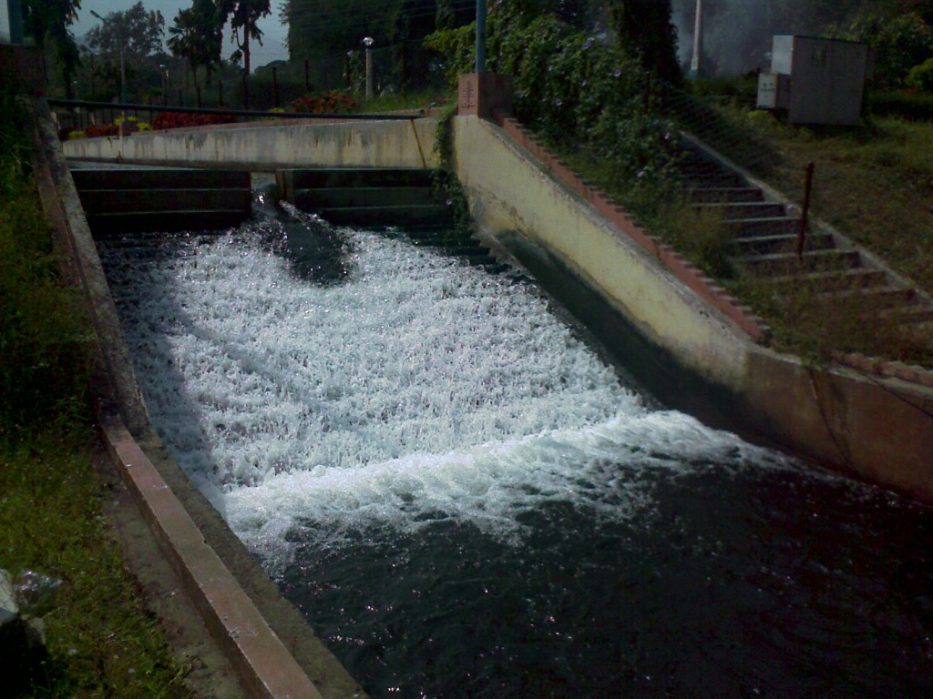 aliyar gardens flowing water
