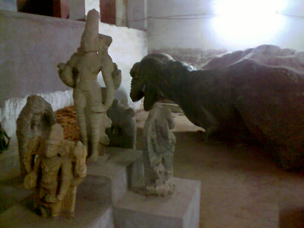 sculptures in government museum coimbatore