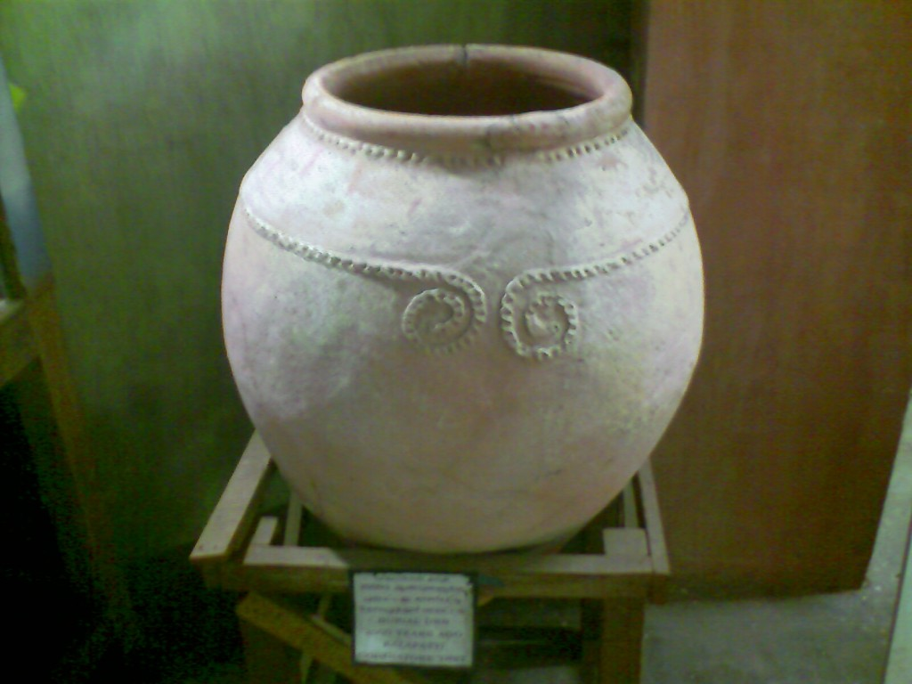 burial earthern pot used before 2000 years in india in govt museum coimbatore
