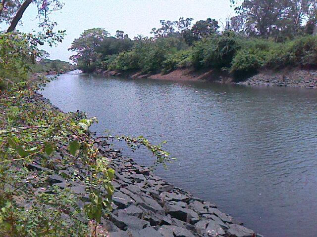 stream of water in bhavani sagar dam sathy
