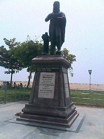 tiruvalluvar statue in marina beach, chennai